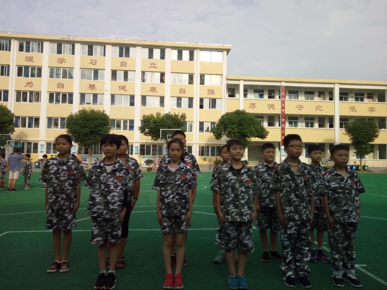 小学生举行队列队形考核图片